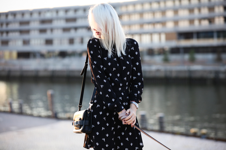 Style-Shiver-Outfits_Sunset-Walk-4