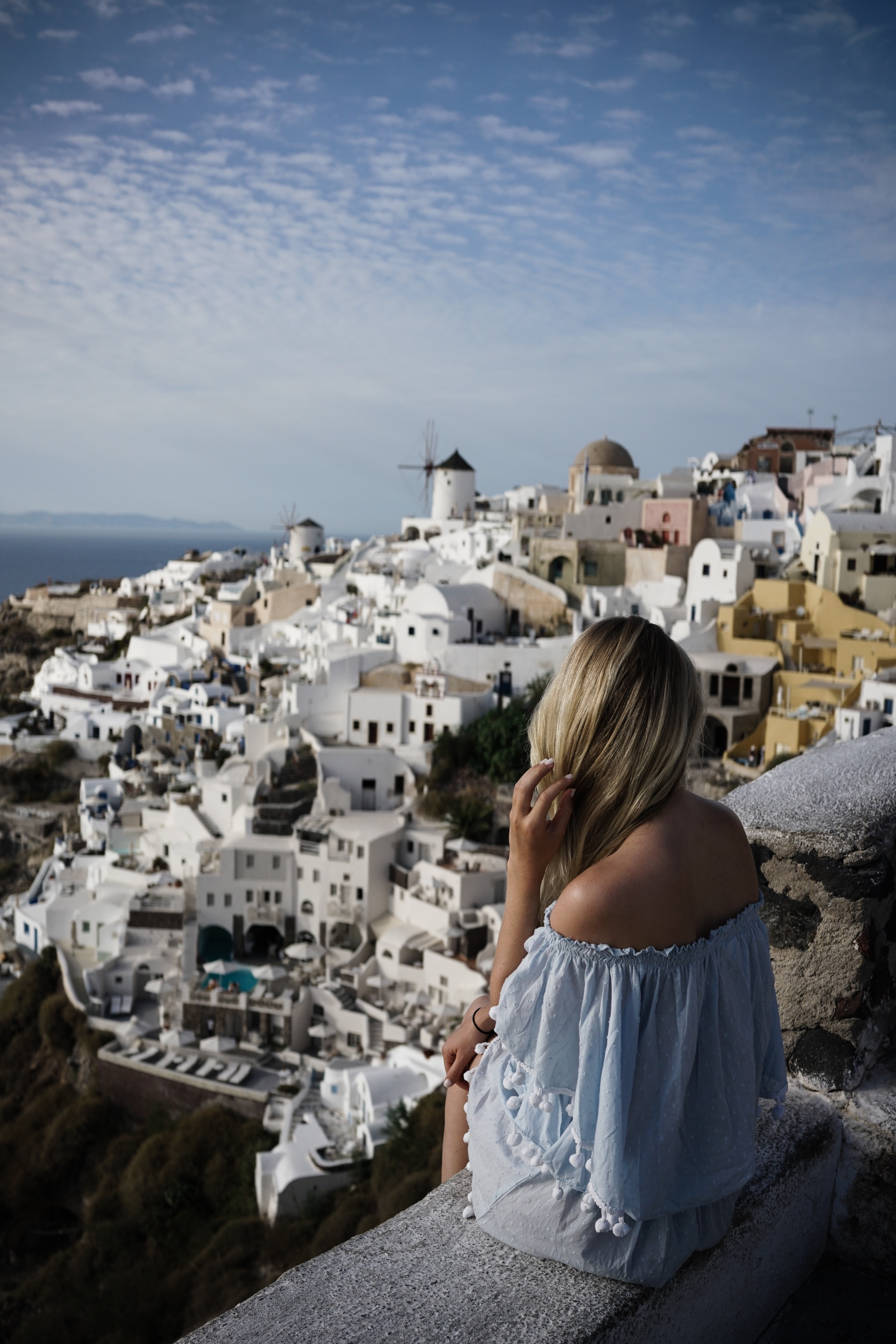 style-shiver-travel-with-booking-com-in-santorin-10