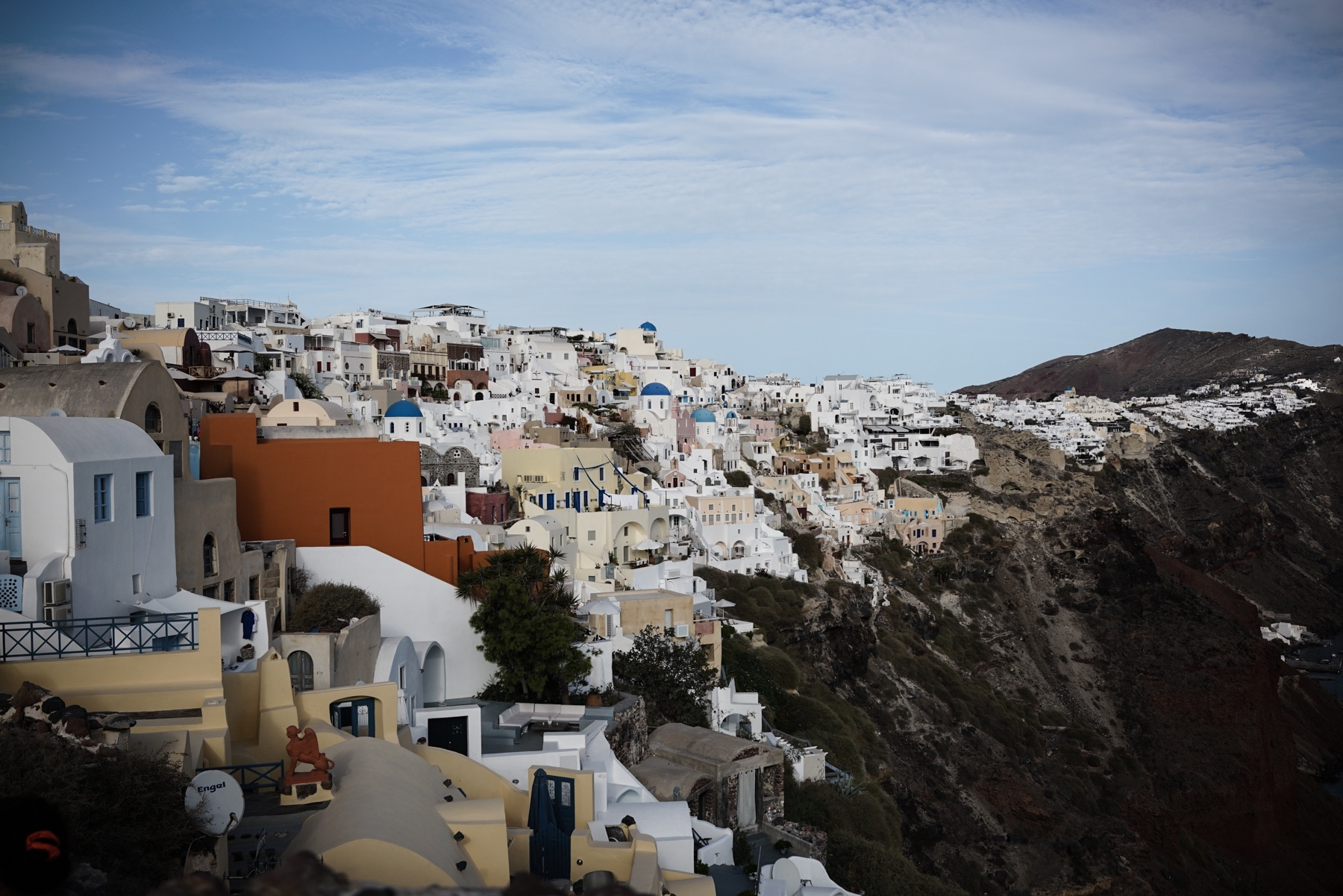 style-shiver-travel-with-booking-com-in-santorin-11