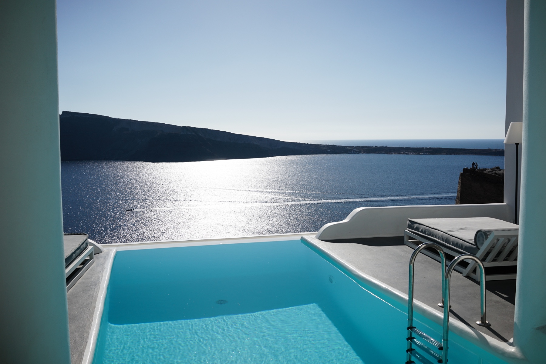 style-shiver-travel-with-booking-com-in-santorin-21