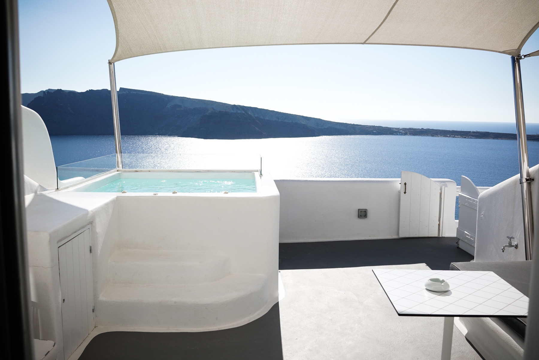 style-shiver-travel-with-booking-com-in-santorin-22