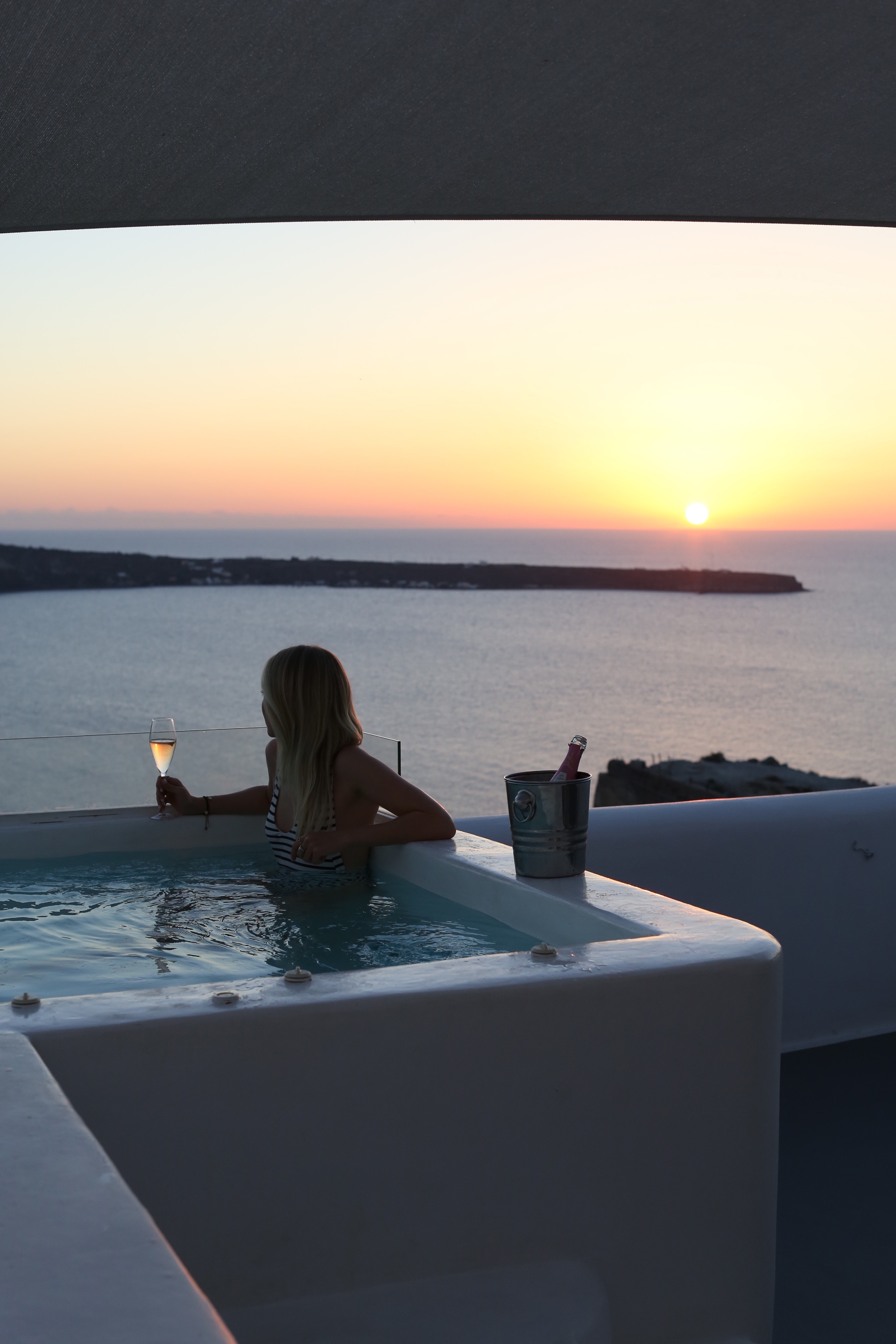 style-shiver-travel-with-booking-com-in-santorin-25