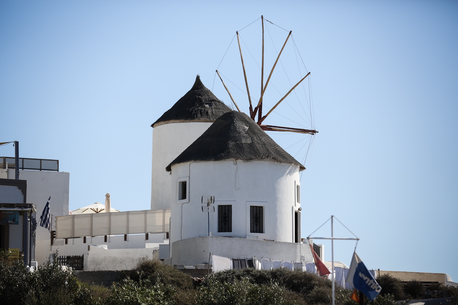 style-shiver-travel-with-booking-com-in-santorin-8