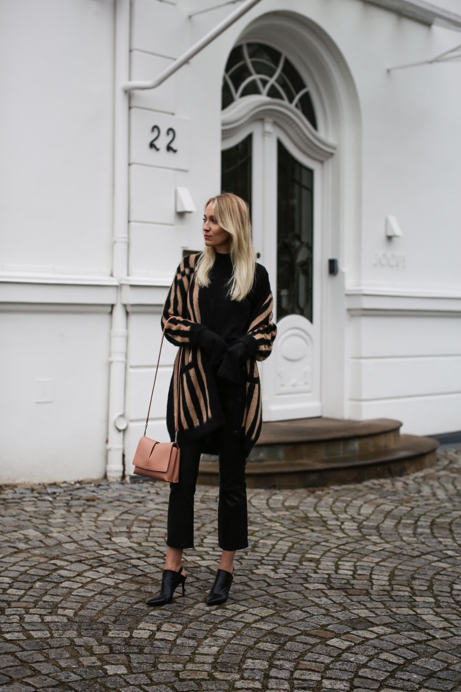style-shiver-outfits-net-a-porter-sleeves-and-stripes-4a