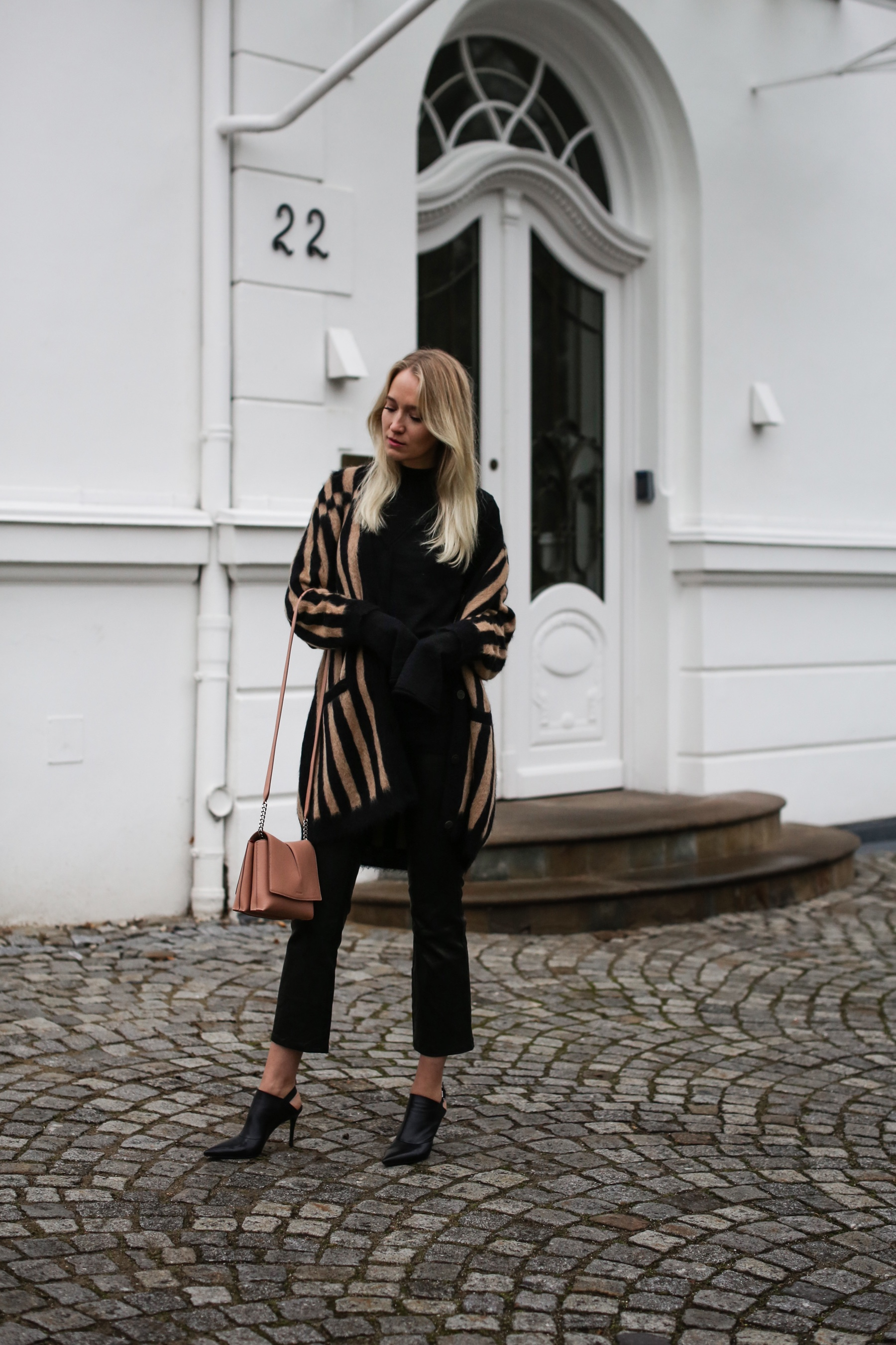 style-shiver-outfits-net-a-porter-sleeves-and-stripes-4b